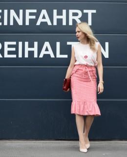 Rosa und Rot im Mix rosa Zign Schuhe rote Lippen rote Tasche