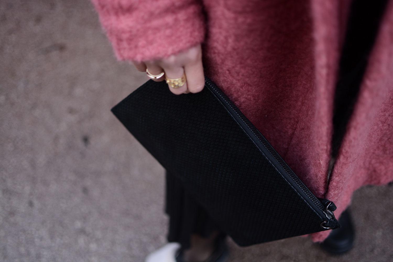 Samsoe&Samsoe Mantel, H&M Skirt, Zign faux fur shoes