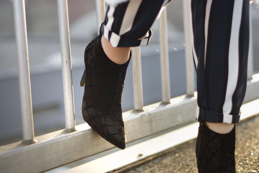 white stripes black boots zalando