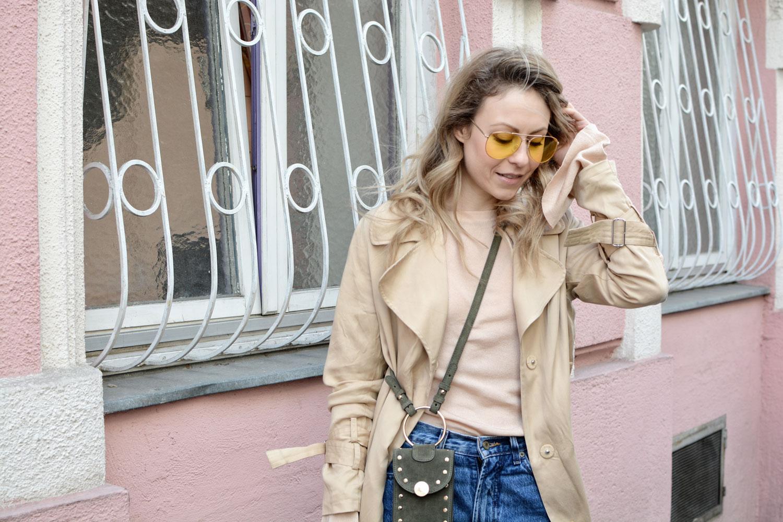 Feminismus und fashion, Fashionblhgger Österreich, Styling, Layering, Pilotenbrille, microbag