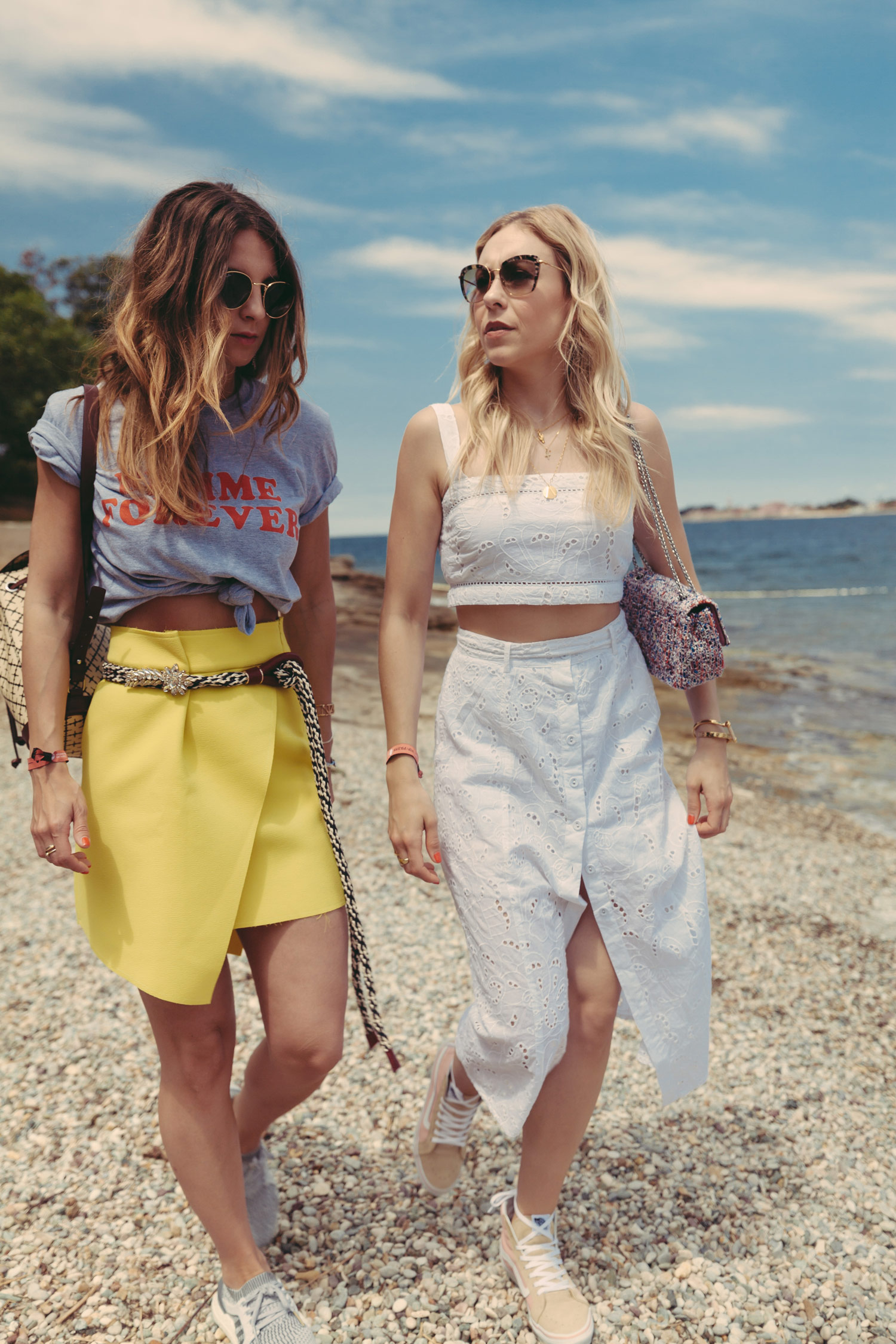 fashion blogger österreich, richtig abschalten, gelber rock, forever femmes tshirt