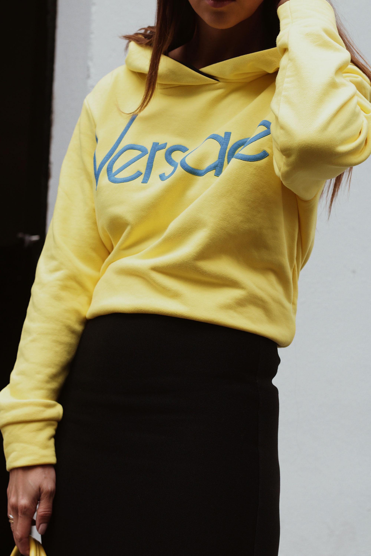 Logo Sweater - www.lesfactoryfemmes.com