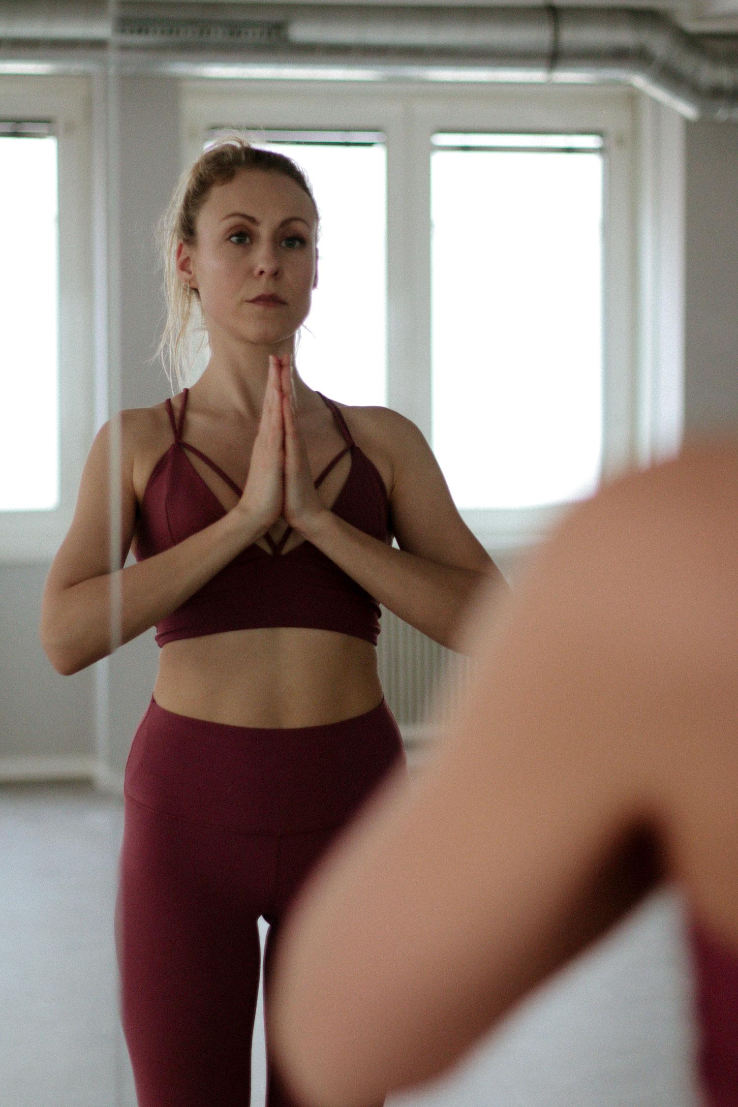 Benefits of Hot Yoga - www.factoryfemmes.com