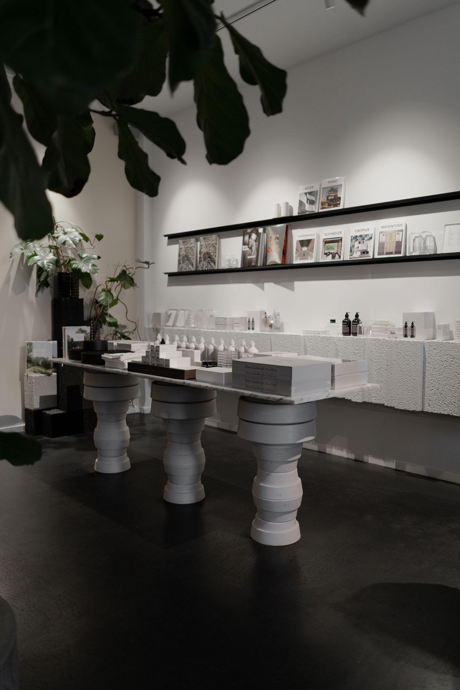 Louise Roe Gallery - www.lesfactoryfemmes.com