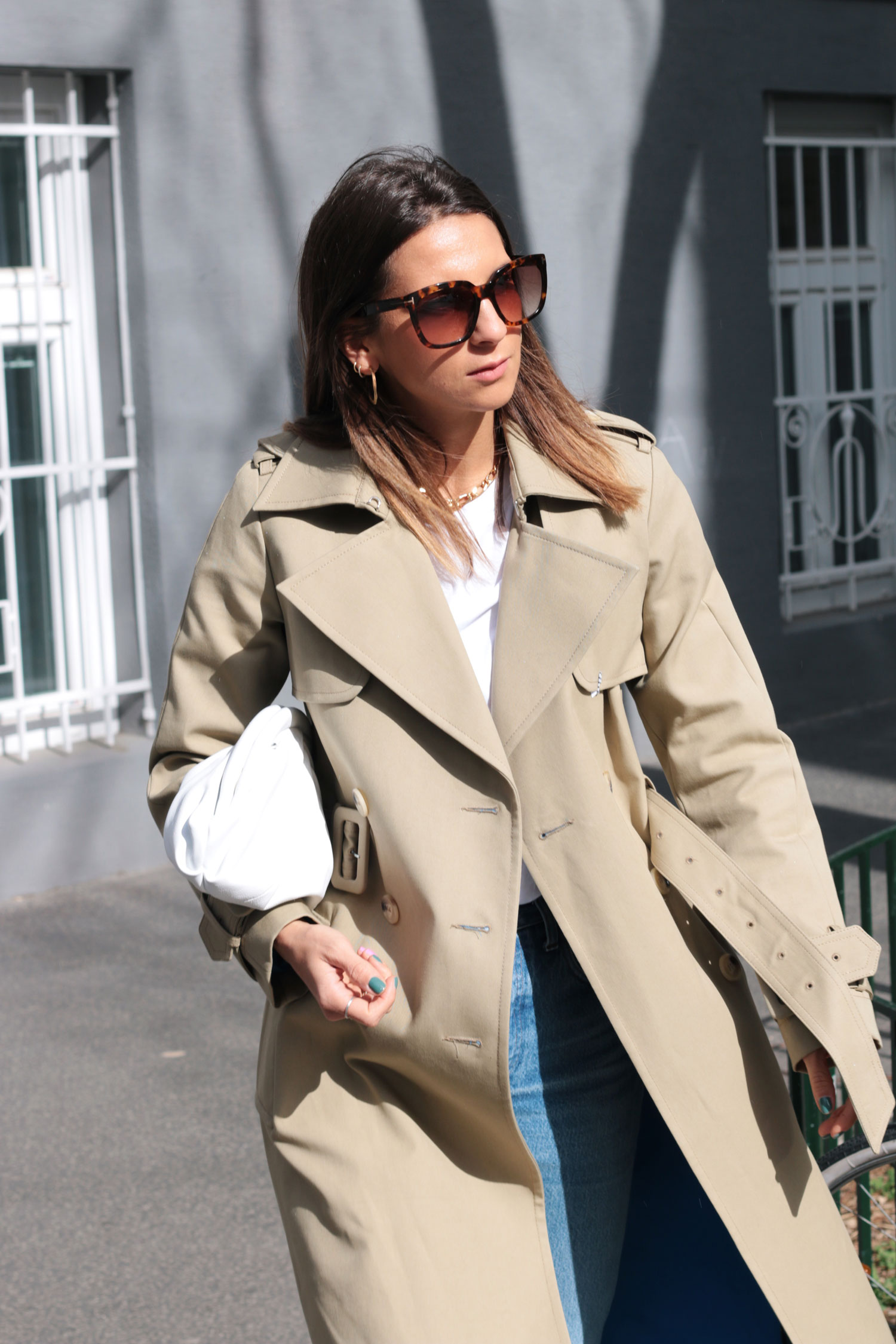 Trenchcoat Styling - www.lesfactoryfemmes.com
