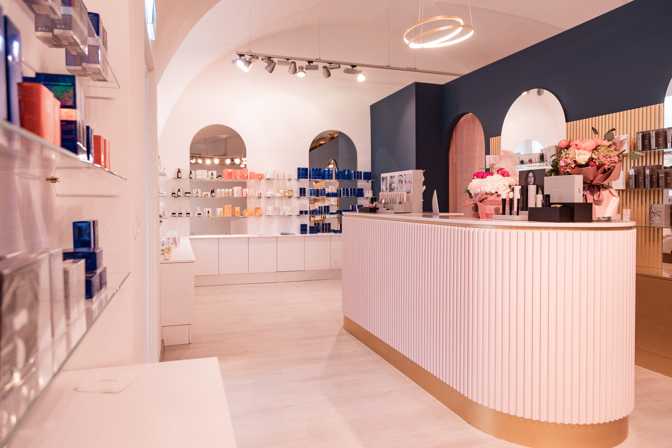 Beauty Concept Stores Dear Skin - www.lesfactoryfemmes.com